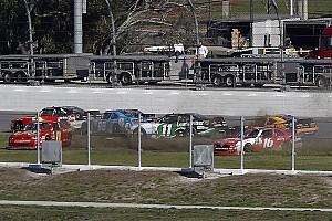 NASCAR Xfinity Rennbericht 2 Rote Flaggen: Zerfahrener NASCAR Xfinity-Auftakt 2017 in Daytona