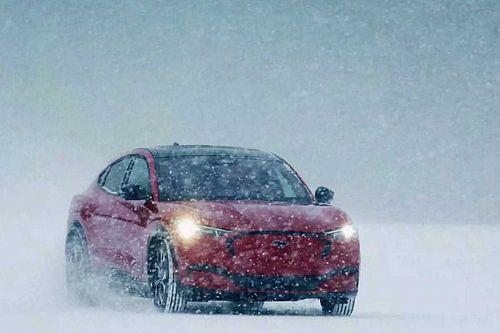 Ford Mustang Mach-E Dikembangkan untuk Kalahkan Porsche Macan