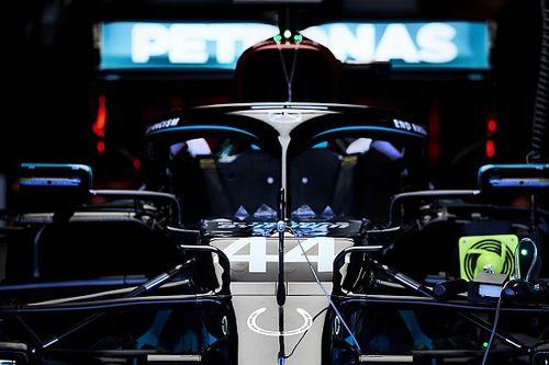 Hamilton jó napot zárt, de a Red Bullok is közel