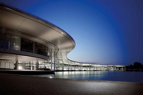 McLaren продаст базу за 240 млн долларов