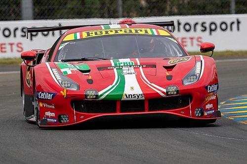 Ferrari ударила Corvette перед стартом «Ле-Мана». Пилот не видел, куда едет