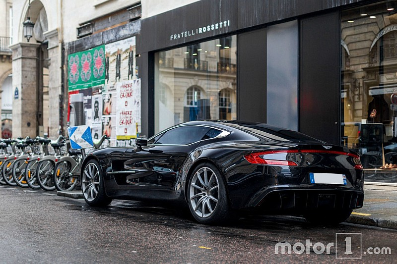 Une rare Aston Martin One-77 à Paris