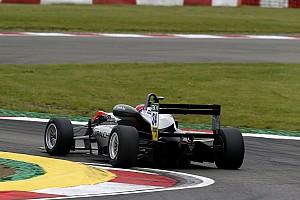 EUROF3 Gara Gara 2: Hughes resiste a Norris e centra il successo al Nurburgring