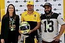 Carlos Sainz dona a la Fundación Senna un casco con diseño especial
