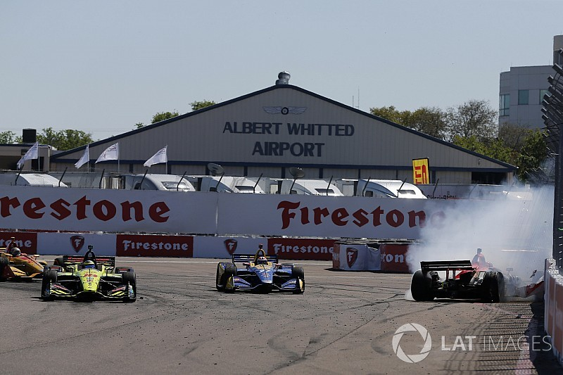 Аварии в IndyCar и другие лучшие гоночные видеоролики уик-энда