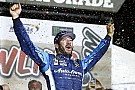 Monster Energy NASCAR Cup Olaylı Kansas yarışının galibi Truex