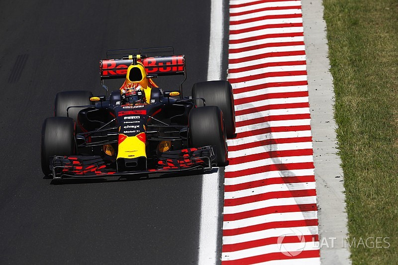 """Webber: Verstappen hafta sonlarında biraz """"tuhaf"""""""
