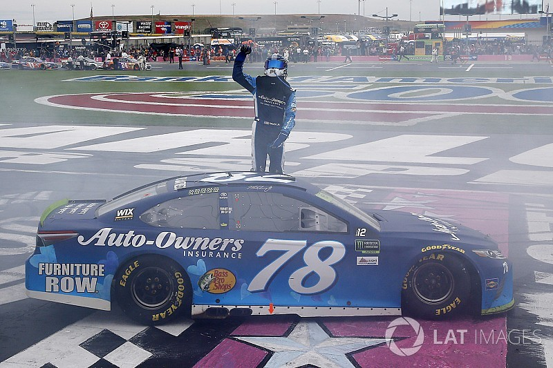 NASCAR in Charlotte: Martin Truex Jr. frühzeitig in der nächsten Playoff-Runde