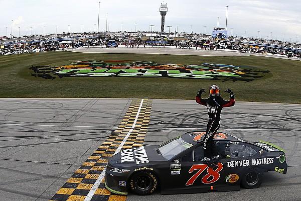 NASCAR Cup NASCAR in Chicago: Martin Truex Jr. triumphiert beim Playoff-Auftakt