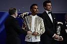 GENEL Hamilton, FIA Ödül Töreni'nde şampiyonluk kupasını aldı