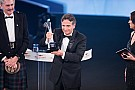 Geral Piquet chora ao receber prêmio  pela carreira