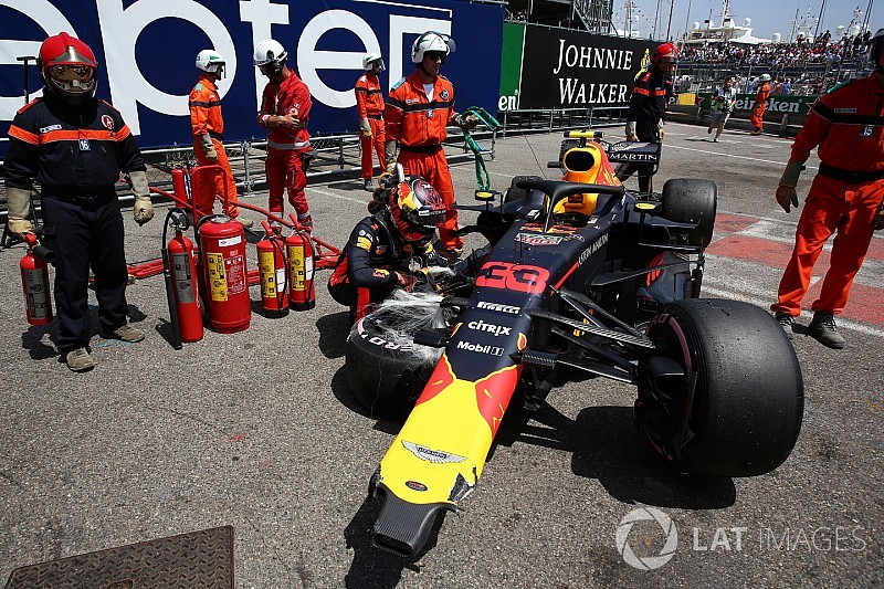 Rozbity bolid Red Bulla podczas P3, Max Verstappen