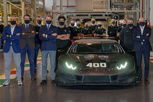 Lamborghini celebrates production of 400th Huracán race car