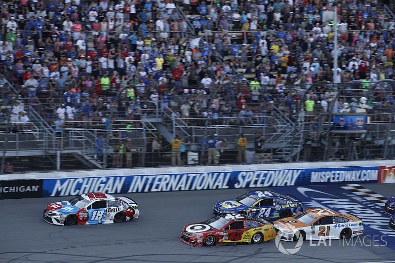 Larson cambió la oportunidad perdida en Dover con la victoria en Michigan