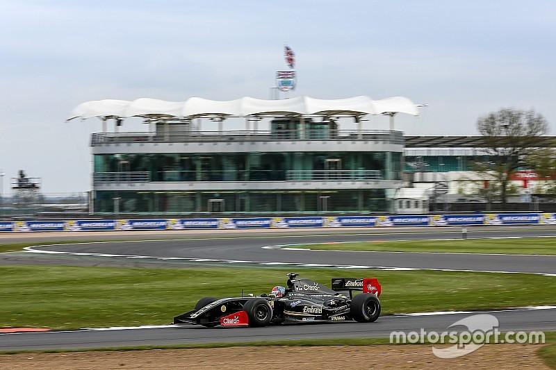 Fittipaldi domina de principio a fin la primera carera de la V8 3.5