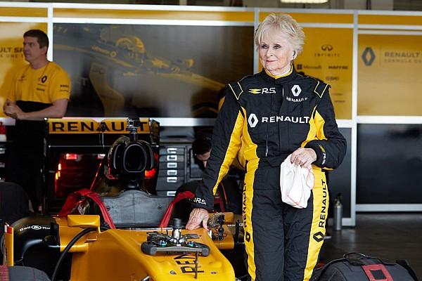 Formula 1 Breaking news Wanita berusia 79 tahun menjajal mobil F1