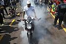 Hamilton gumiégetése Monacóban
