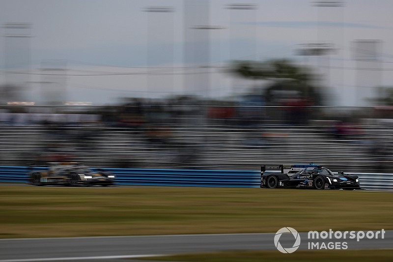 Rolex 24, Hour 22: Alonso leads Nasr before red flag