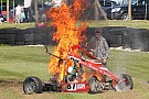 Formula Ford sürücüsü alev alan araçtan son anda kurtarıldı!