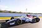 Formula 1 Mobil Alfa Romeo Sauber C37 beraksi di lintasan