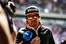 Alonso egy súlyosan sérült Ferrarit terelt le a pályáról