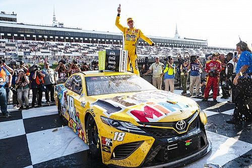 Kyle Busch loses clutch, stretches fuel to claim Pocono win