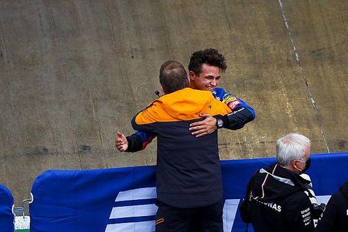 Norris pakt spectaculaire pole in Rusland, Hamilton blundert