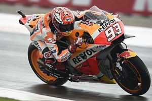 MotoGP Valencia ısınma turları: Islak zeminde Marquez lider