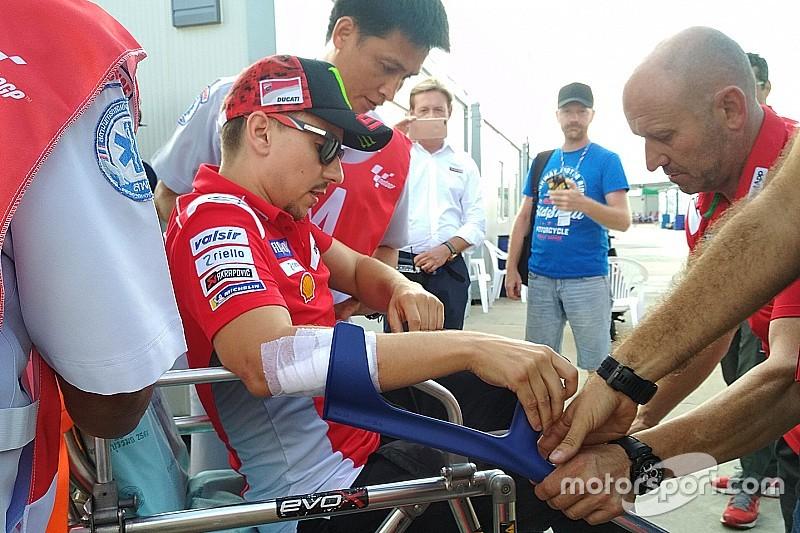 Лоренсо зробили операцію на травмованій руці