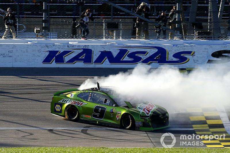 NASCAR: Chase Elliott gewinnt Kansas -
