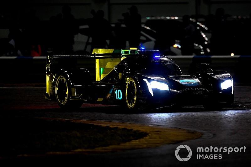 24 Ore di Daytona, 16° ora: Alonso al comando dopo uno stint sensazionale sul bagnato!