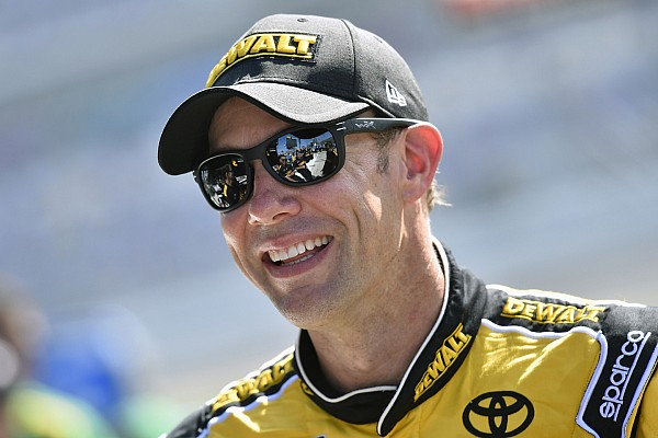 NASCAR Cup Kenseth gana una accidentada etapa 2