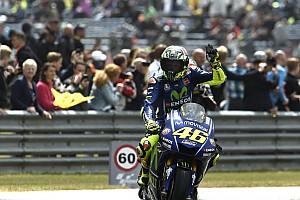 MotoGP Relato da corrida Rossi segura ímpeto de Petrucci e vence primeira em 2017
