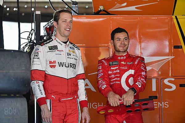 Larson y Keselowski aseguran su lugar entre los 12 mejores de la Cup