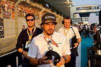 Алонсо посмеялся над слухами о своем переходе в Renault. Но опровергать их не стал