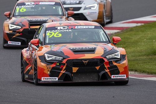 TCR Europe: Azcona domina Gara 1 allo Slovakia Ring