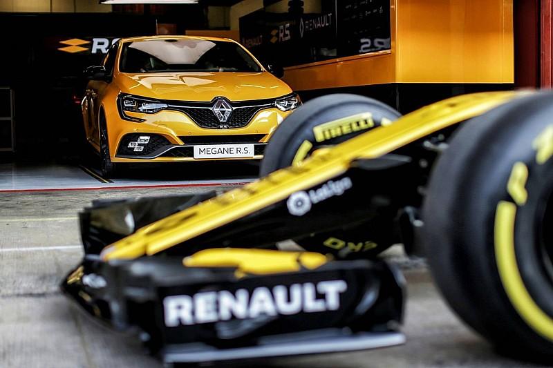 Відео: болід Ф1 проти Renault Megane RS Trophy