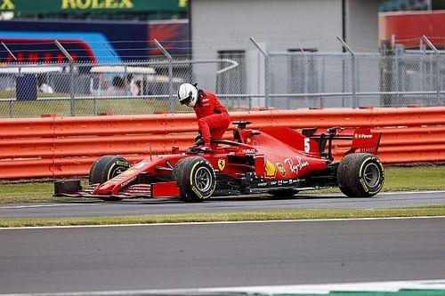 Videón, ahogyan Vettel alatt megáll a Ferrari, hosszú olajcsíkot húzva