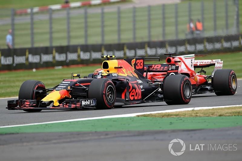 Vettel dice que Verstappen sigue sin controlar los movimientos en frenada