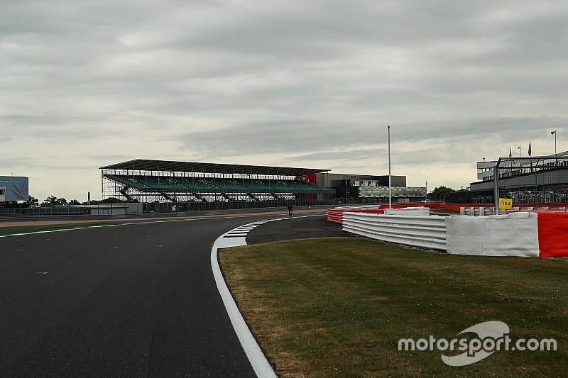 Hamilton: F1 pilotları Silverstone'daki yüksek hızlara hazır değiller