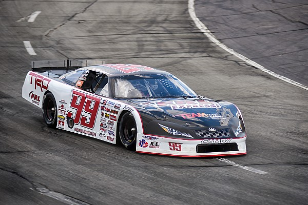 Stock car Raphaël Lessard scores second victory at Hickory Motor Speedway