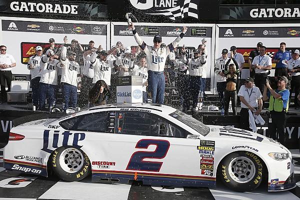 Кеселовски выиграл внезачетную гонку NASCAR в Дайтоне
