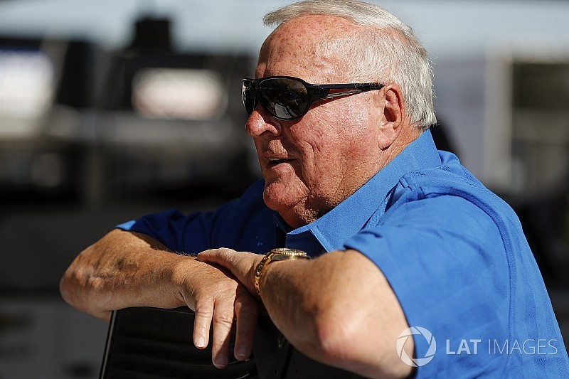 Foyt survives second attack by killer bees