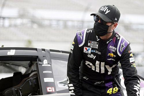 Чемпиону NASCAR, у которого обнаружили коронавирус, разрешили вернуться в гонки