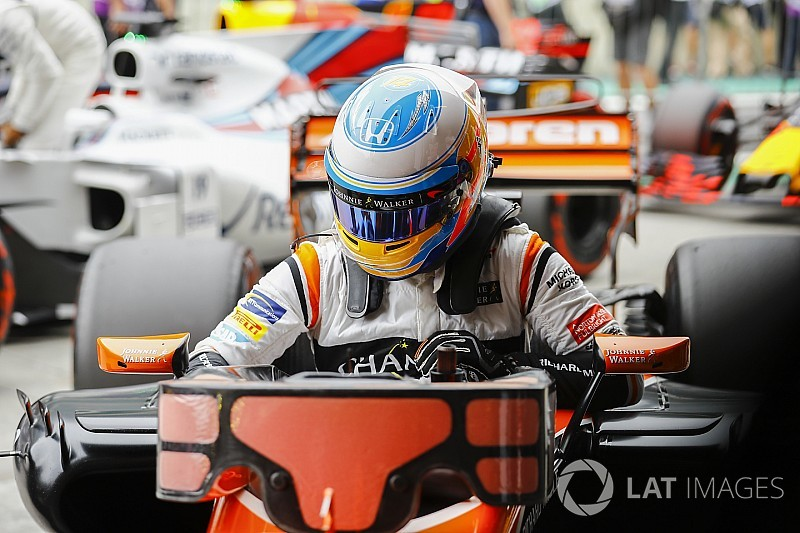 Alonso, Ferrari günlerinden sonra ilk kez üçüncü çizgide