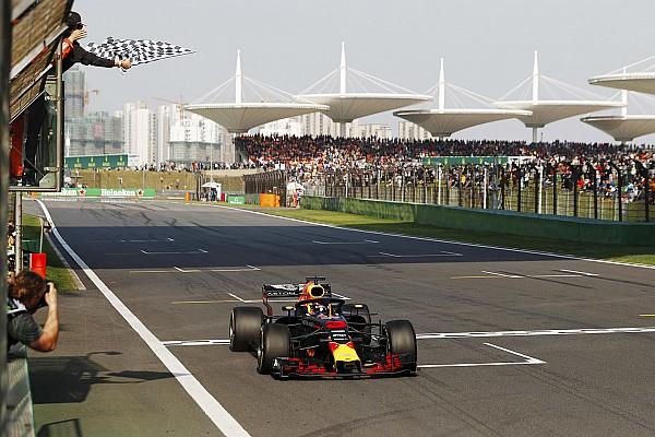 Ricciardo boekt sensationele zege in China, Verstappen vijfde na straf