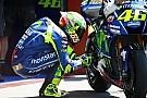 MotoGP Rossi hace llegar el casco dedicado a Hayden a la familia