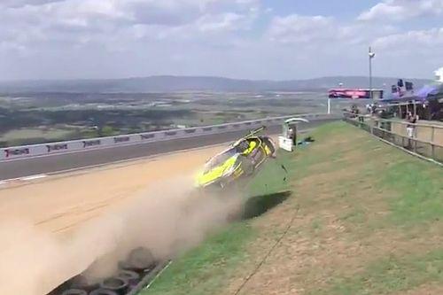 VIDEO: Zware crashes tijdens kwalificatie 12 uur van Bathurst