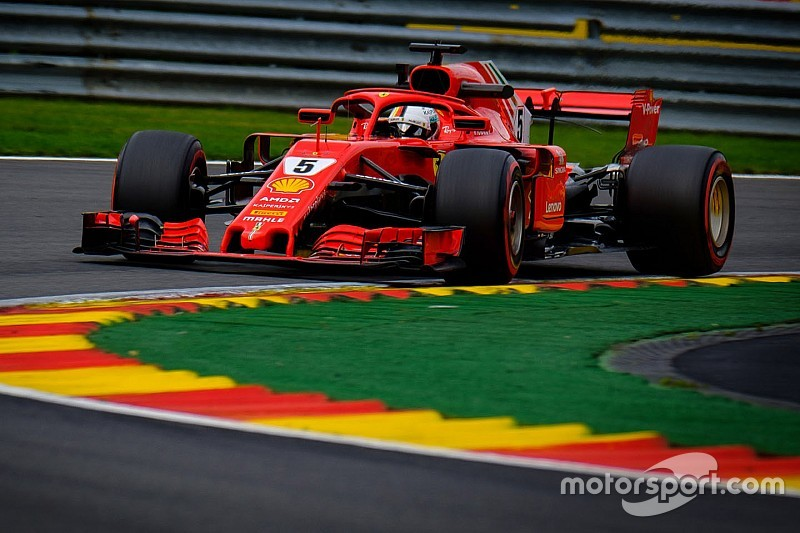 Пилоты Ferrari стали лучшими в субботней тренировке, Боттас отправил Вандорна в стену
