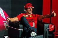 """F1: Sainz acredita que """"será complicado"""" bater Leclerc em seu primeiro ano na Ferrari"""